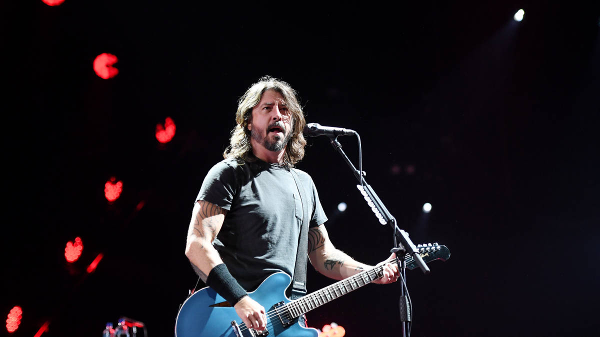 WATCH: Foo Fighters' Dave Grohl 'shotguns' beer with fan dressed as Santa in Las Vegas