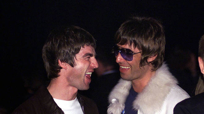 Noel and Liam gallagher in 2001