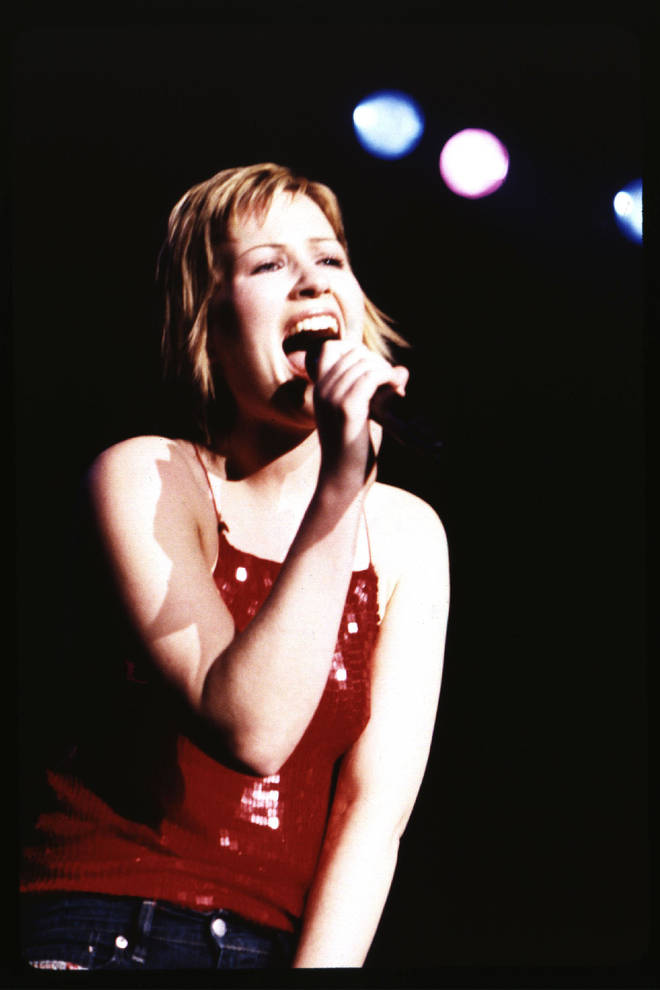 Dido performing in 2000