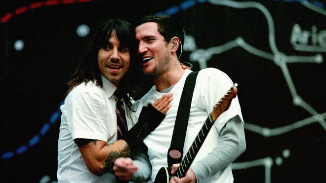 Anthony Kiedis and Jonh Frusciante performing with Red Hot Chili Peppers at Amsterdam Arena, June 2004