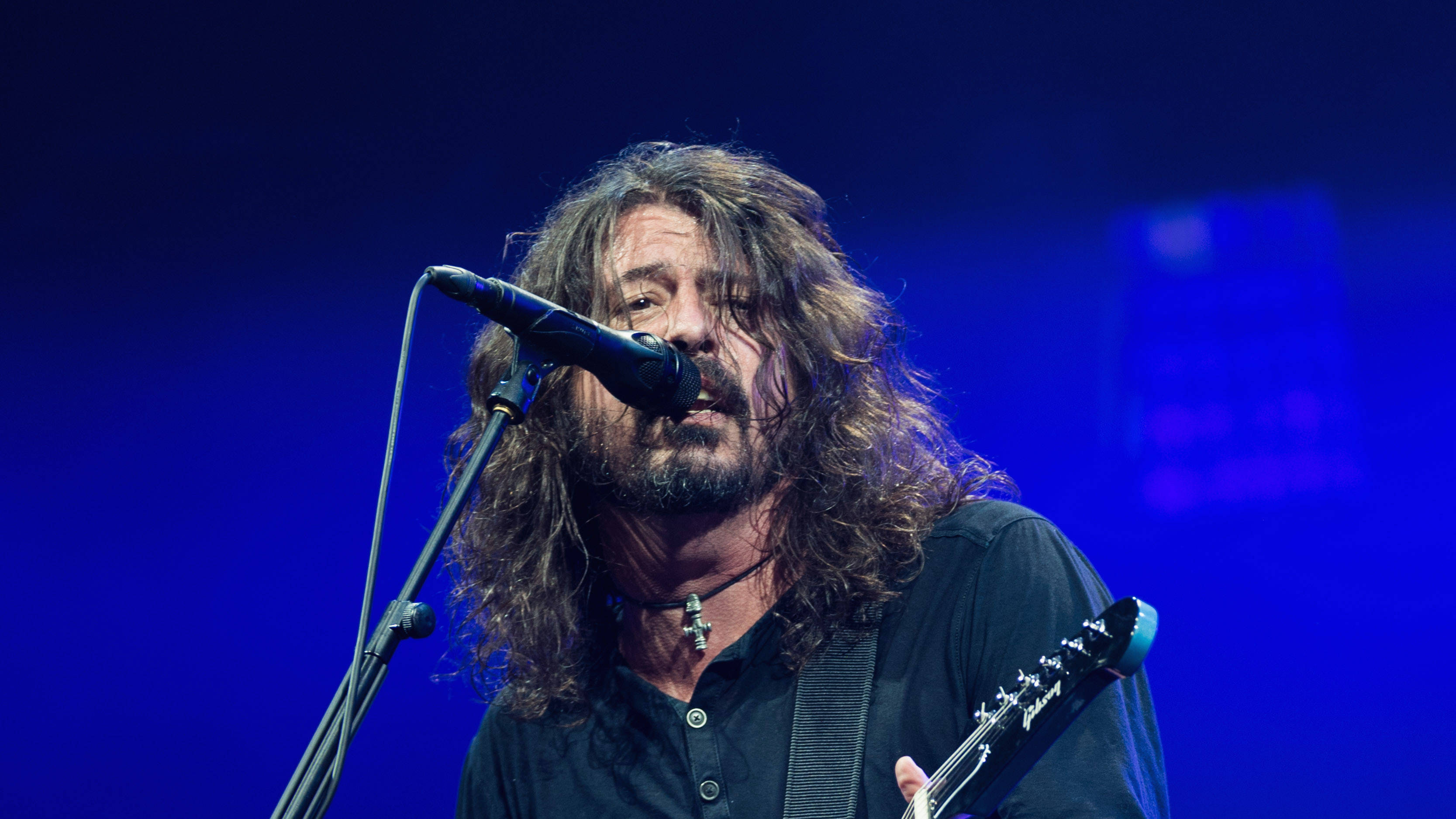 Dave Grohl: Performing Everlong still chokes me up