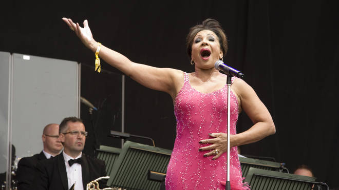 Shirley Bassey performing live at the 2007 Glastonbury Festival. 24th June 2007.