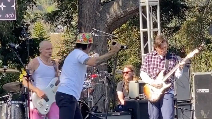 WATCH: RHCP play with John Frusciante for first time in over 12 years