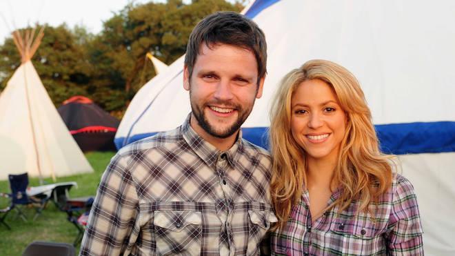 Gordon Smart compares shirts with Shakira