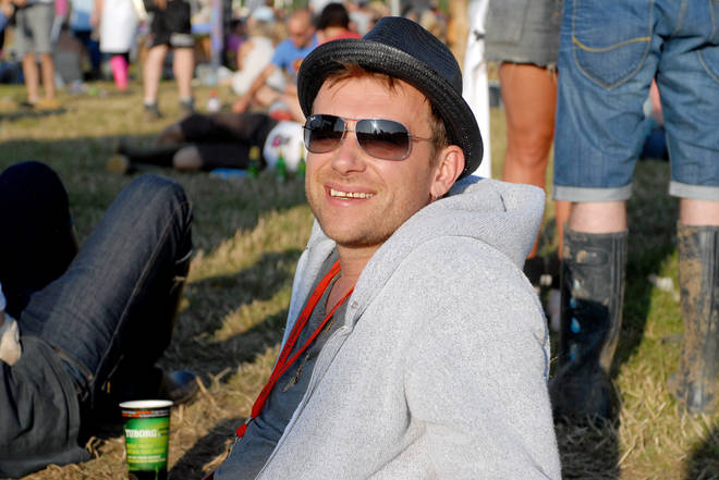 The Blur man was spotted enjoying a sit down and a pint before he headlined the Pyramid Stage in 2009