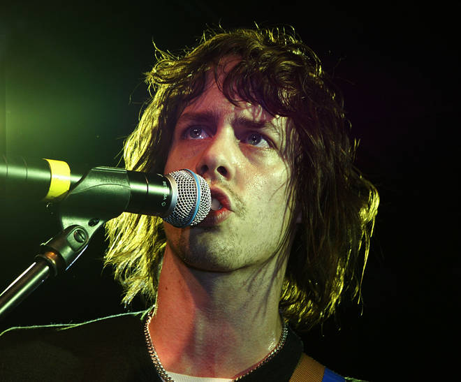 Johnny Borrell performing with Razorlight in November 2004