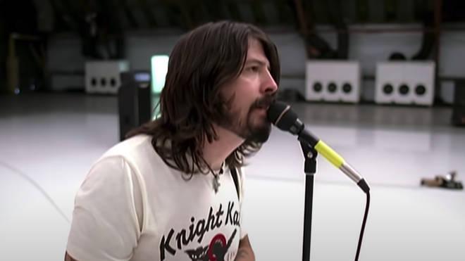 Dave Grohl sings in Foo Fighters' Pretenders video