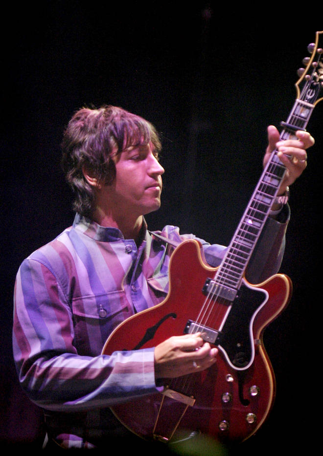 Gem Archer playing with Oasis at V2005