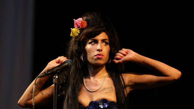 Amy Winehouse plays Glastonbury 2008