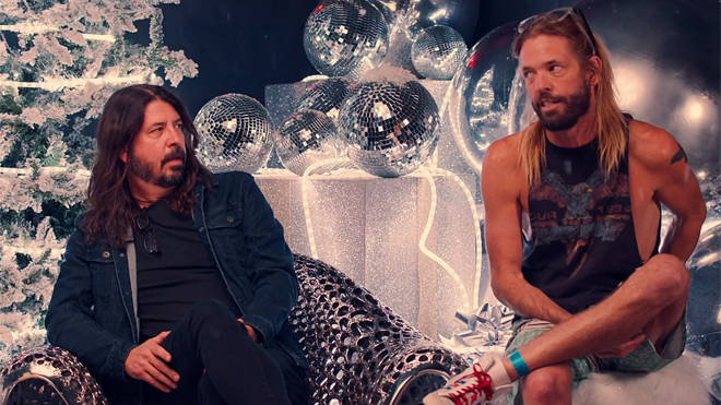 Dave Grohl and Taylor Hawkins get Christmassy