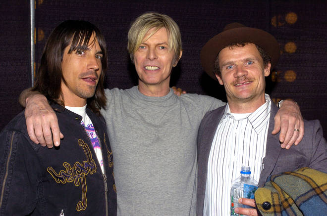 Bowie backstage with Anthonhy Kiedis and Flea of Red Hot Chili Peppers at the Greek Theatre, Los Angeles on 22 April 2004