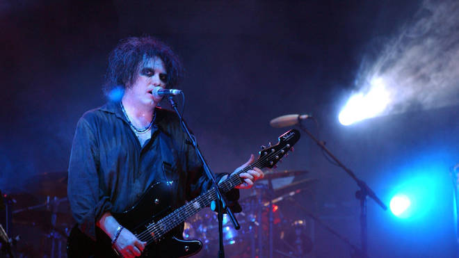 The Cure frontman Robert Smith performs on stage as part of the MTV Icon on 2004 tribute