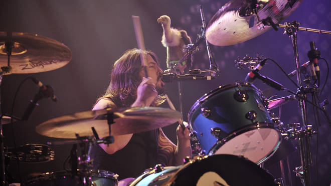 Foo Fighters' Dave Grohl drums in Them Crooked Vultures in 2009