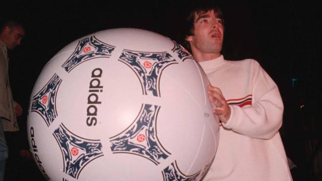 Noel Gallagher onstage at Knebworth, 10 August 1996