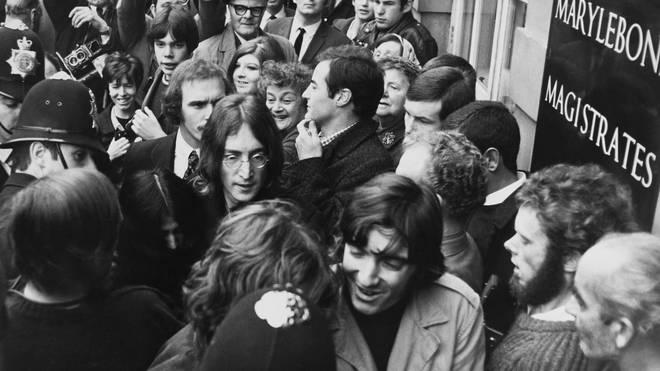 John and Yoko enter Marylebone Magistrates Court, 19 October 1968