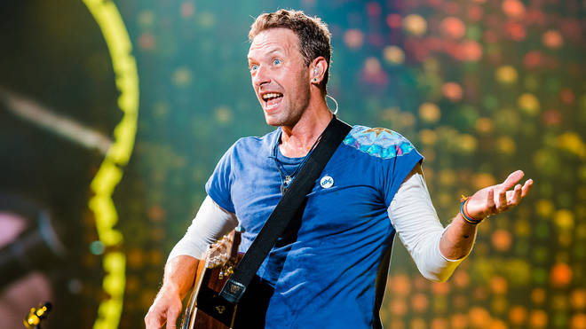 Chris Martin of Coldplay performs live on stage at Allianz Parque on November 7, 2017 in Sao Paulo, Brazi
