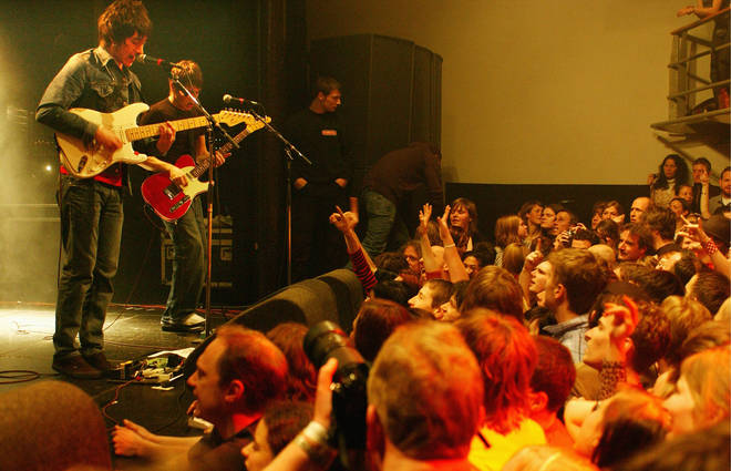 Arctic Monkeys live in 2006