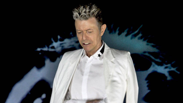 What did David Bowie play at his last gig?