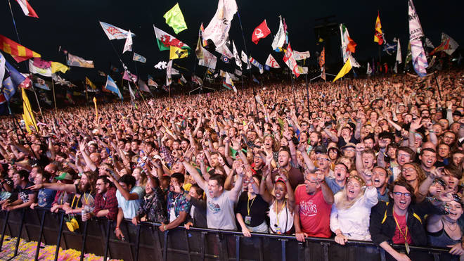 Glastonbury festival crowd 2017