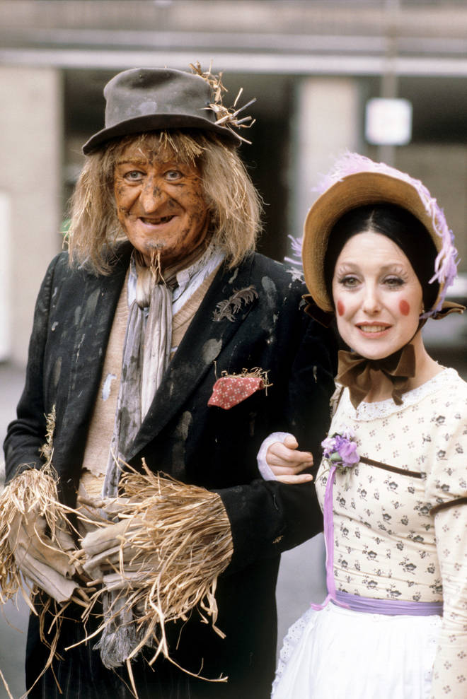 Jon Pertwee as Worzel Gummidge and Una Stubbs as Aunt Sally, February 1981