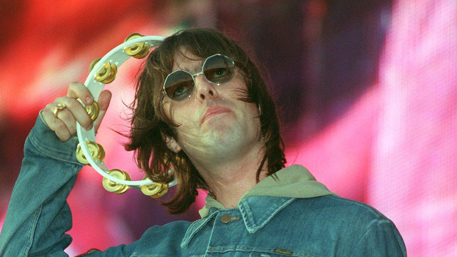 d74367e94811 Liam Gallagher stopped drinking on stage after 2000 Oasis Wembley gig