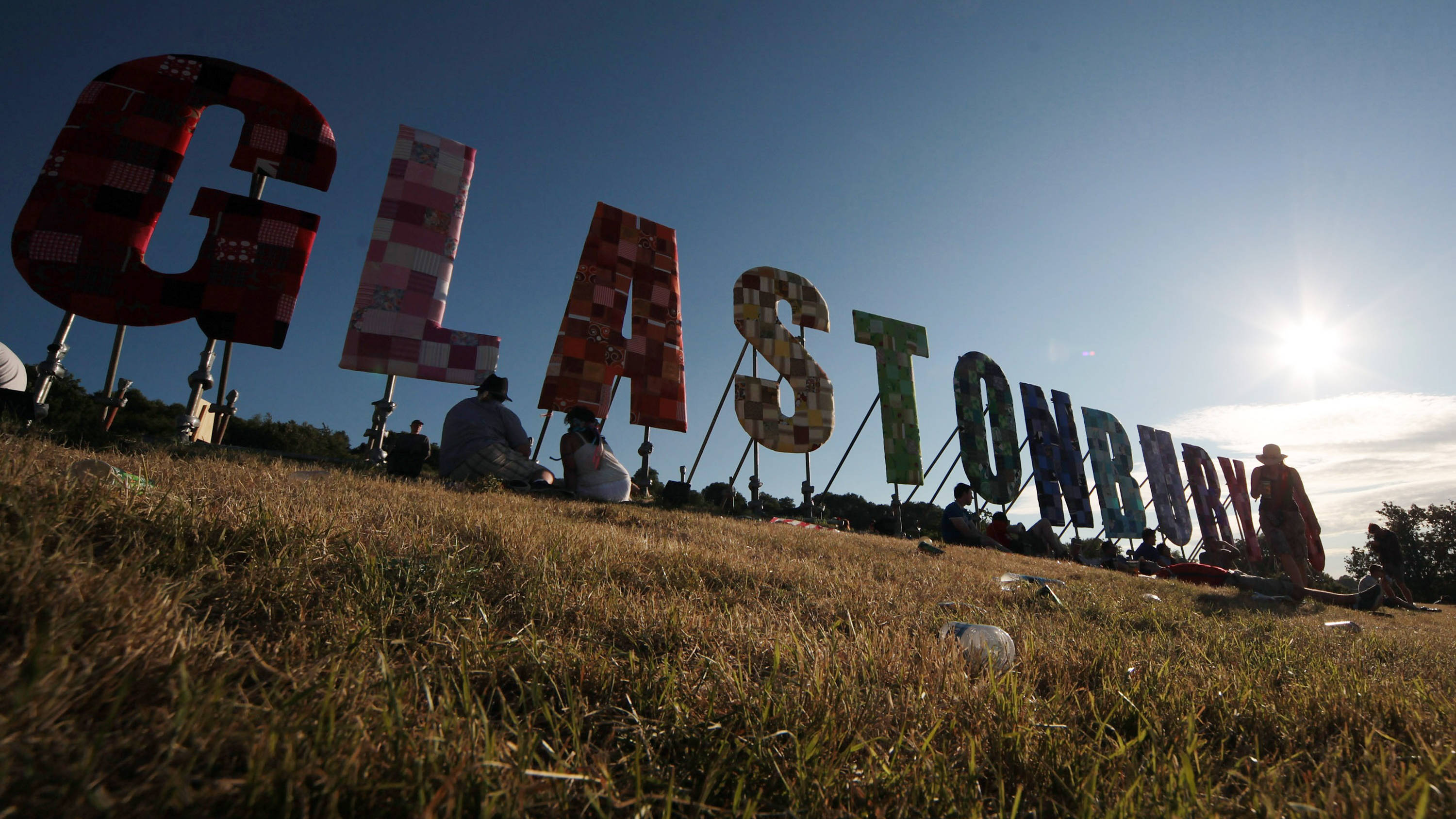 Met Office predict HEATWAVE for Glastonbury next week - with temperatures rising to 31C