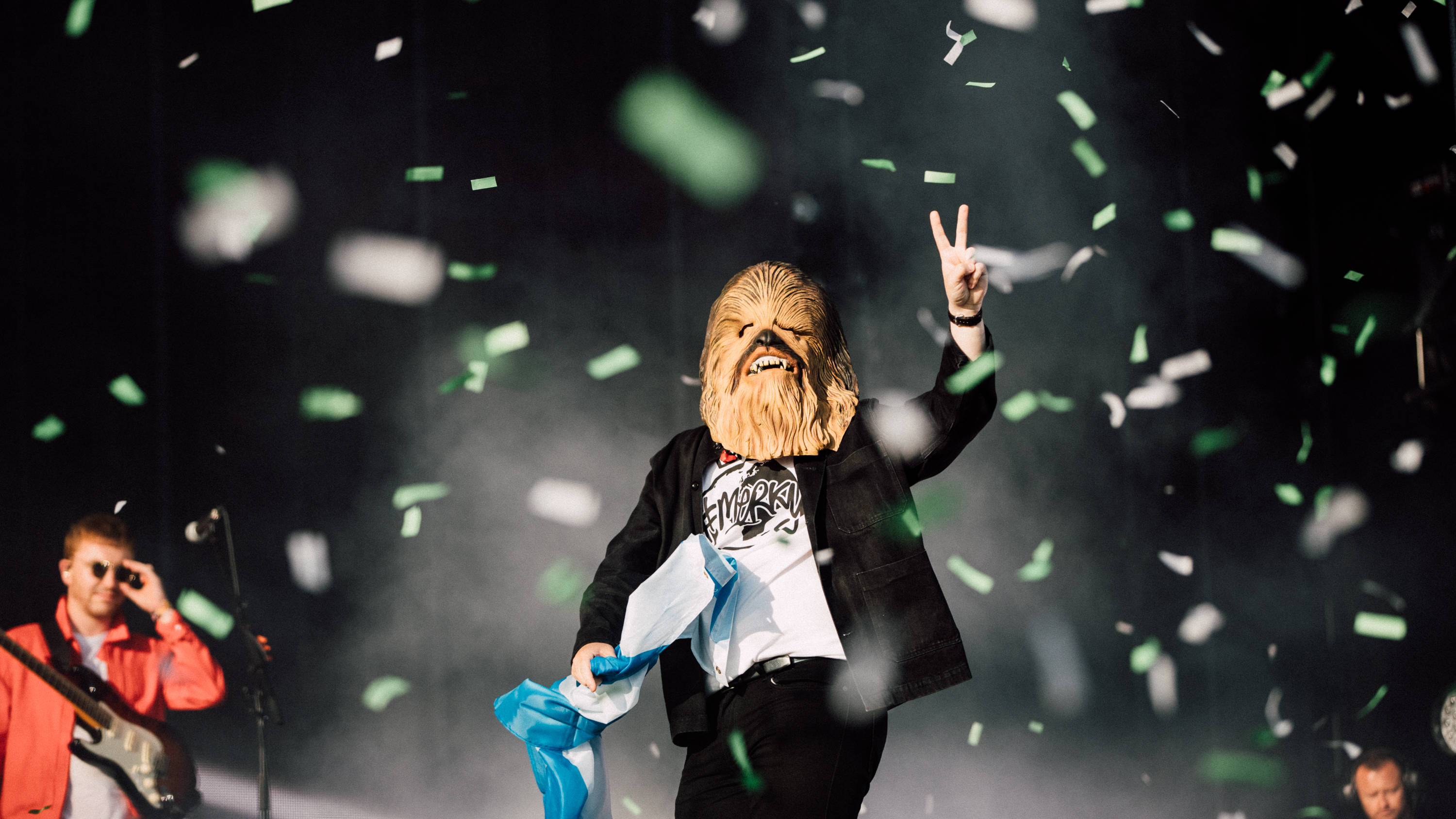 Lewis Capaldi trolls Noel Gallagher with Chewbacca mask at TRNSMT festival