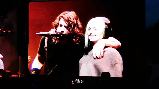 Dave Grohl sings Foo Fighters' My Hero with daughter Violet at Leeds Festival 2019