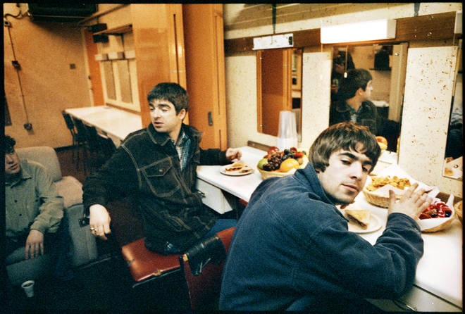 Oasis backtage in Southend, 1995