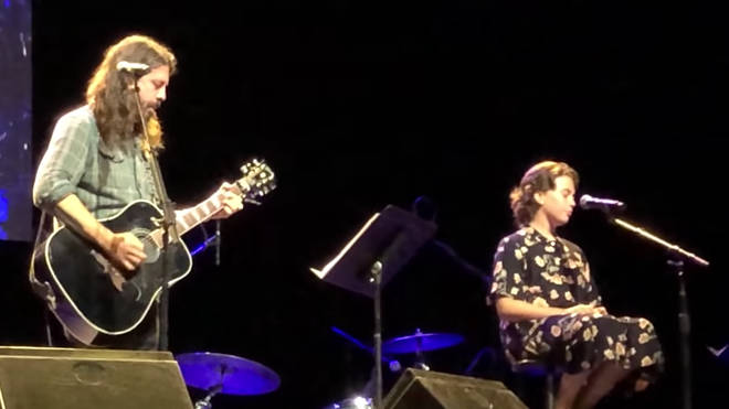Foo Fighters' Dave Grohl and daughter Violet sing Adele