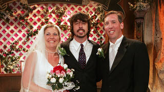 Dave Grohl marries a couple