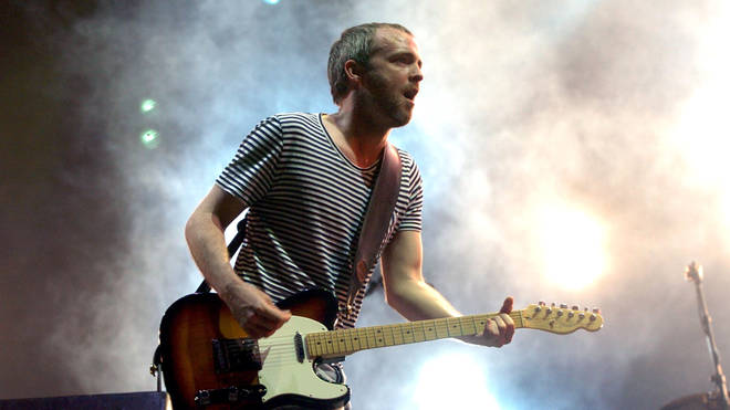 Fran Healy performing live at the Isle Of Wight Festival 2005
