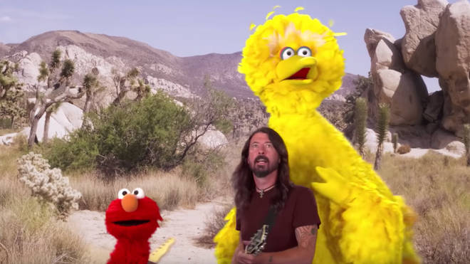 Dave Grohl sings the Here We Go song with Big Bird and Elmo on Sesame Street