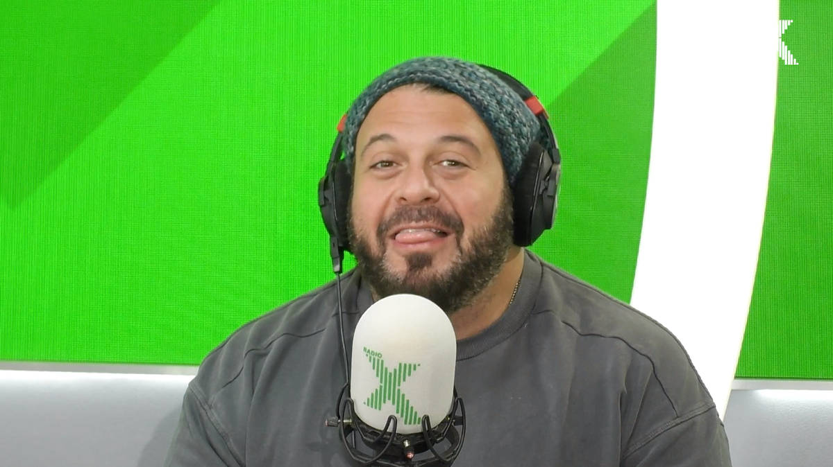 VIDEO: Man vs Food star Adam Richman tells Johnny Vaughan about eating 180 oysters - Radio X